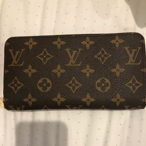 LV zippy wallet. LKN condition.Classy & practical